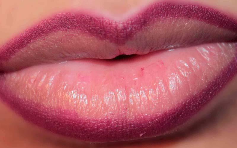 Contrasting Lip Liner